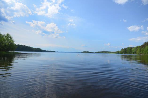 Rannan maisemat ovat kokonaisuudessaan puhdasta suomalaista järviluontoa.