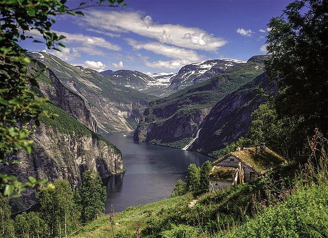 Länsi-Norjan vuonomaisemaa (Kuva: Per Eide / Visitnorway.com)